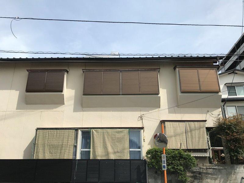 2Fの出窓の台風対策 エコ引違い雨戸&エコ面格子 in熊本市中央区
